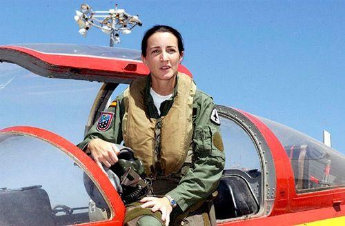 Rosa García-Malea, primera piloto de caza en España