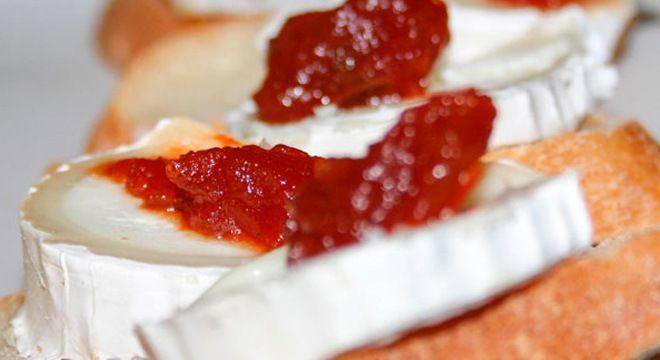 tapa de queso de cabra con mermelada