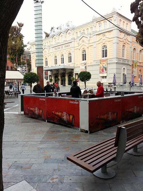 barra del parlemanto en la plaza del Romea de Murcia