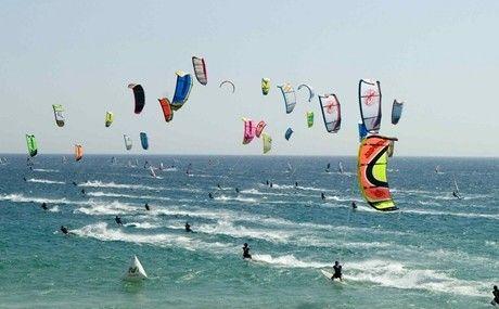 cadiz participa en el récord guinness con kitesurf