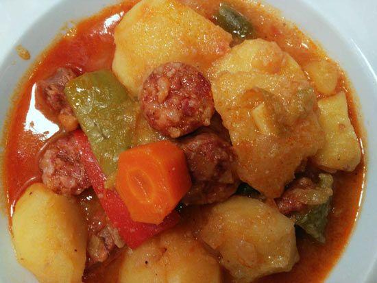 guiso con patatas, carne y verduras de el palco del parlamento