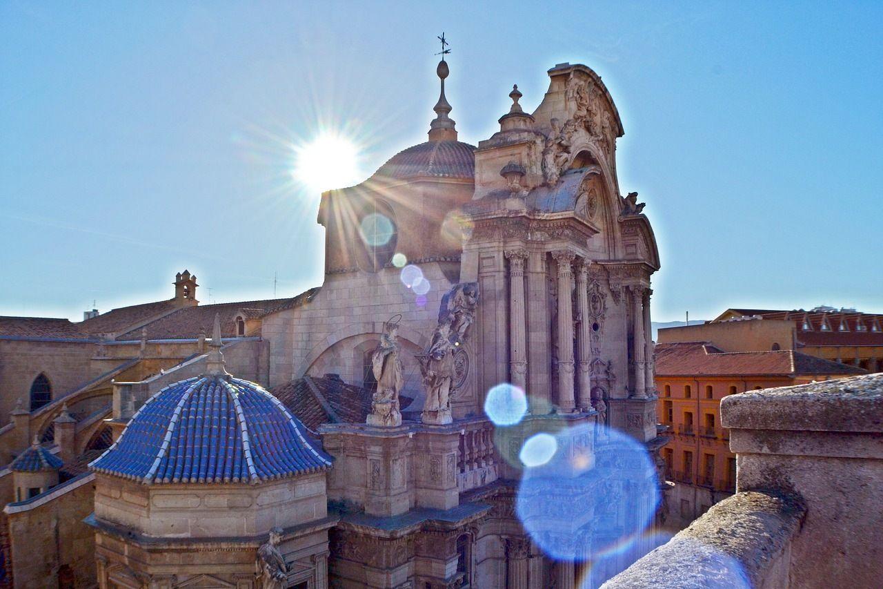 vista lateral de la catedral de Murcia
